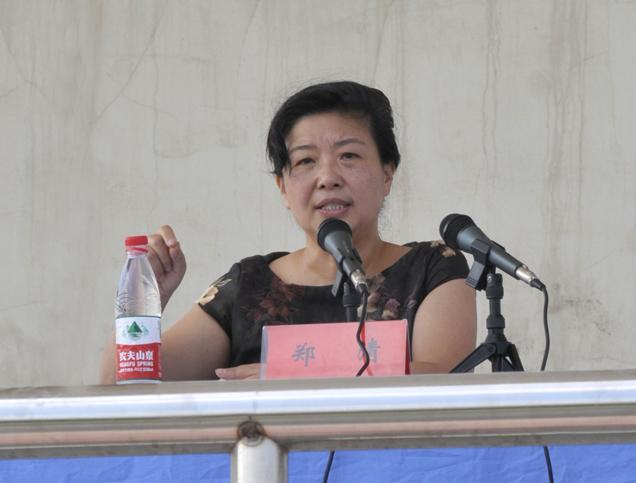 市中级人民法院副院长郑清为我校2010级新生作法制报告