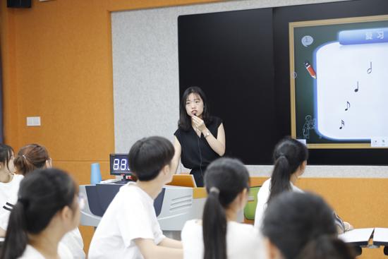 我校开展优秀青年教师公开课观摩活动
